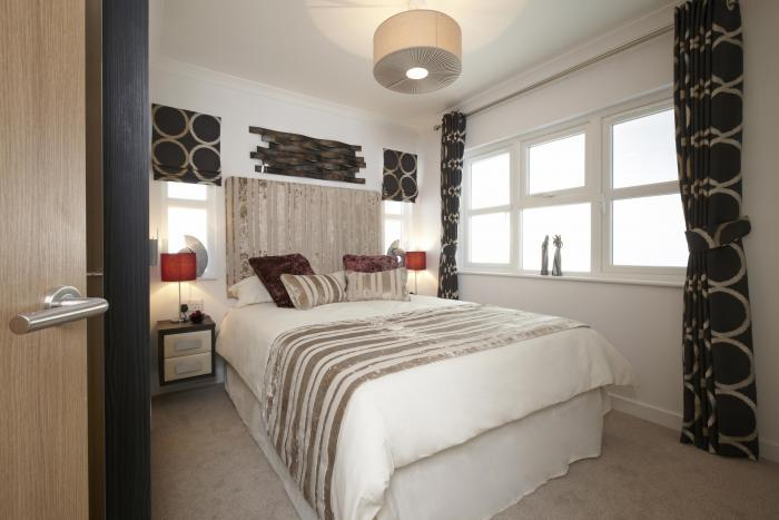master bed with ensuite organford manor country park